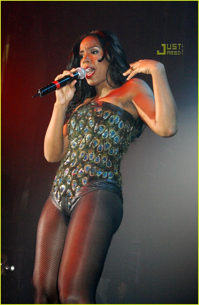 Kelly Rowland GAY.