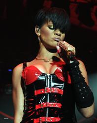 Rihanna se la joue dominatrice à Dublin